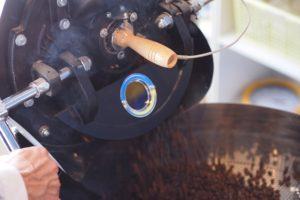 コーヒー焙煎風景